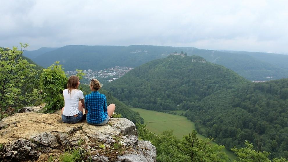 Marja en Paula wandelen in de Schwäbische Alb