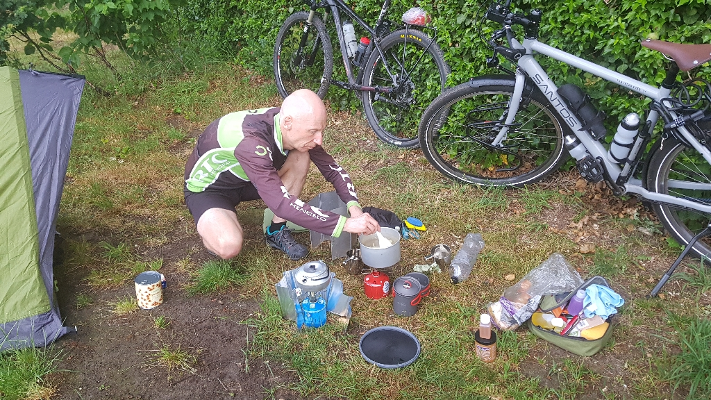 Dag-1-fietsen-naar-Berlijn-koken-op-de-camping-1