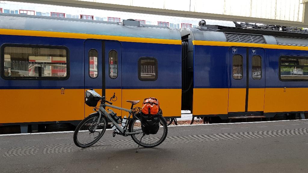 Dag-1-fietsen-naar-Berlijn-station-Leiden-1