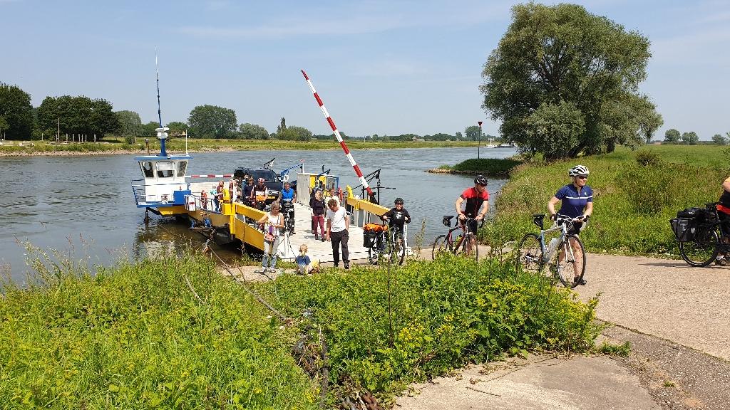 Dag-1-fietsen-naar-Berlijn-veerpont-Brummen-1