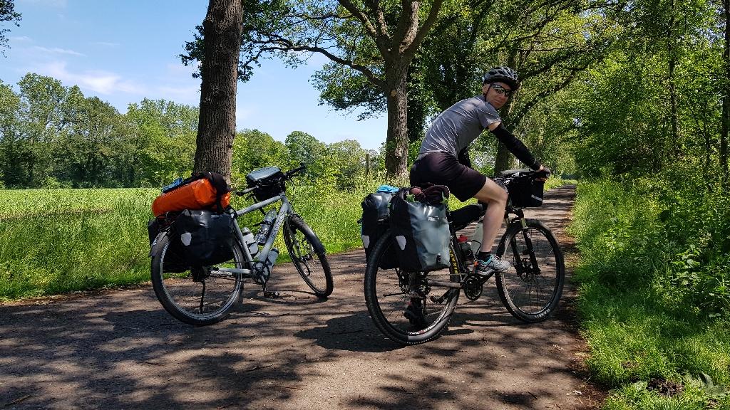 Dag-2-fietsen-naar-Berlijn-groen-en-zonnig