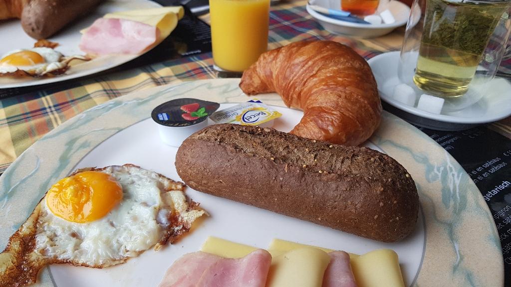 Dag-2-fietsen-naar-Berlijn-ontbijt-op-de-camping