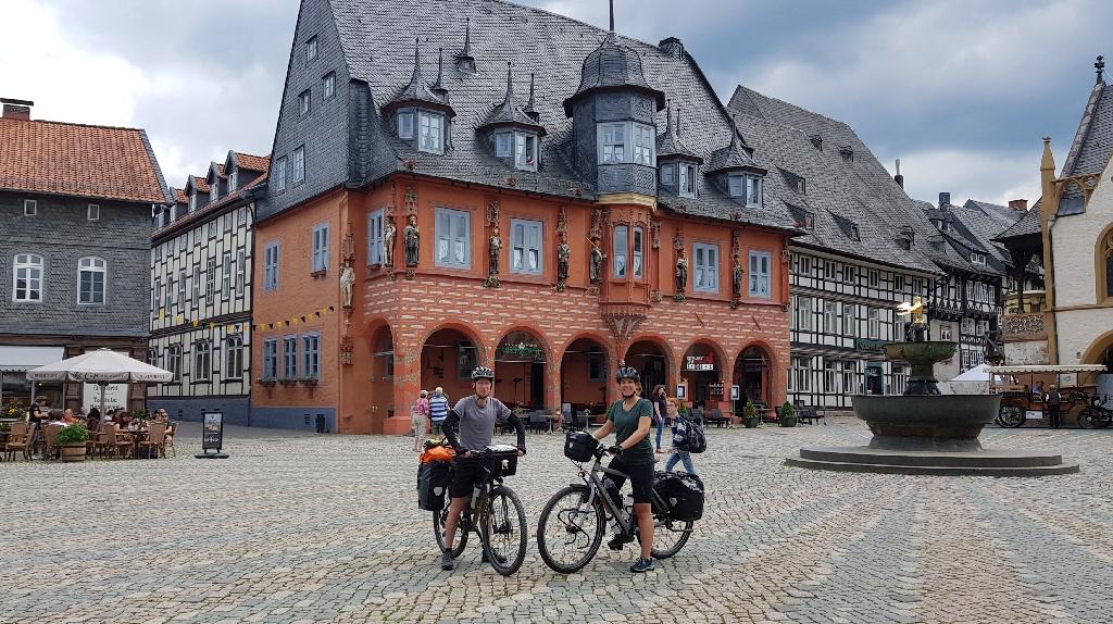 Dag-8-fietsreis-naar-Berlijn-marktplein-Göslar