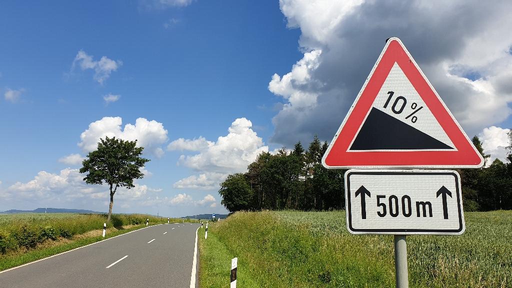 Dag-8-fietsreis-naar-Berlijn-steile-weg