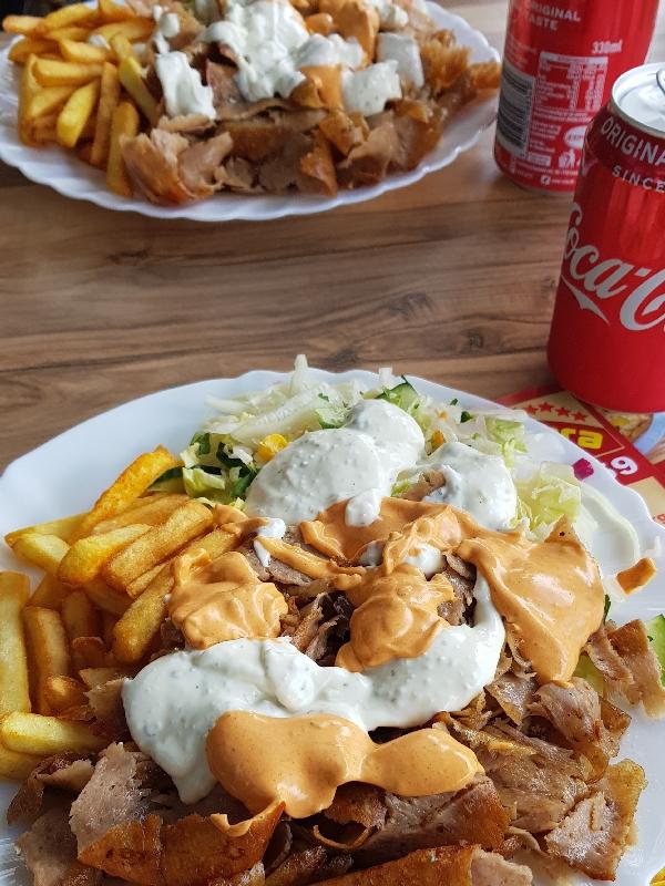 Dag-9-fietsreis-naar-Berlijn-kebab-friet-en-cola-lekker-schransen