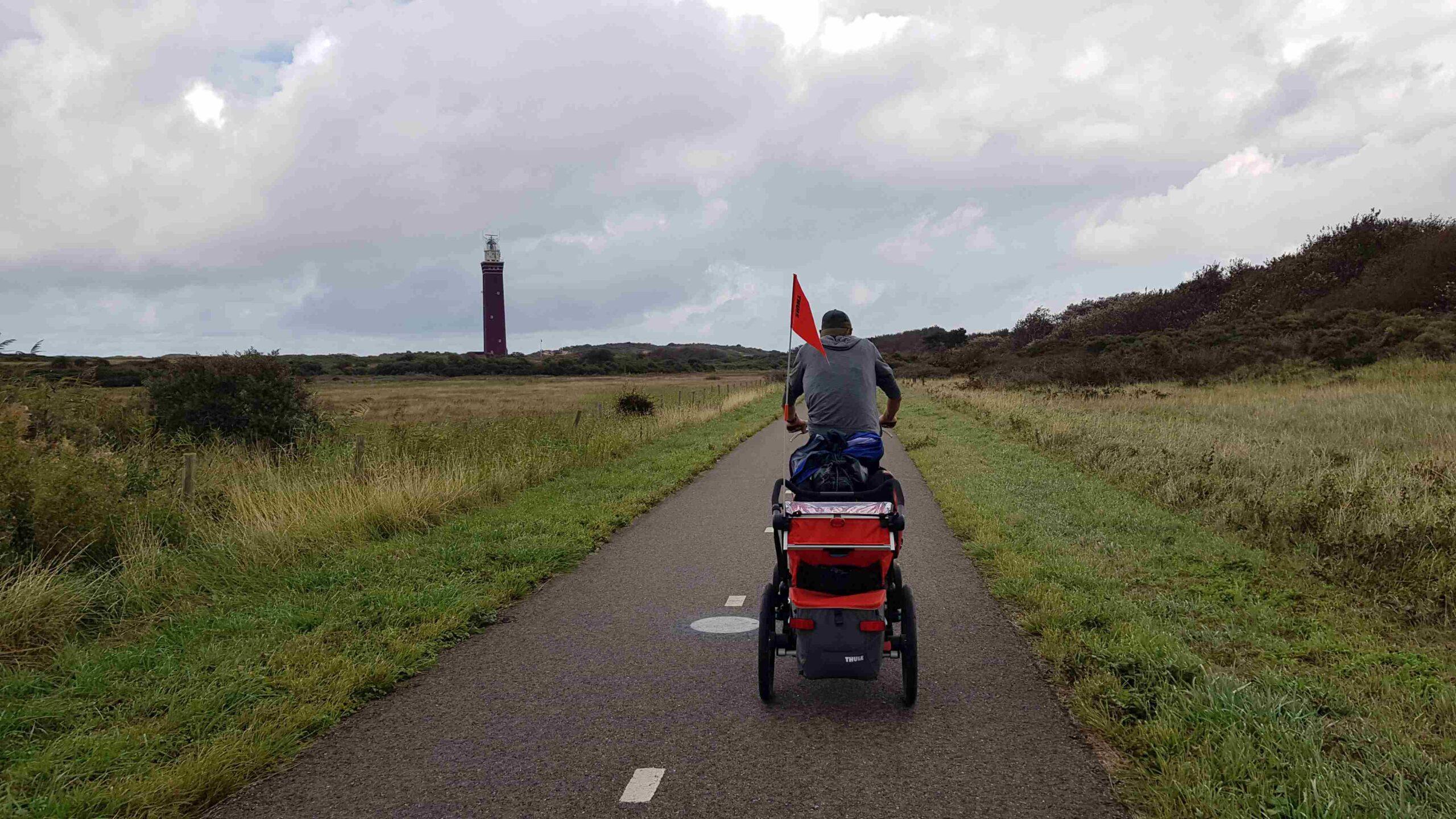 Ronde-van-Nederland-met-baby-op-de-fiets-vuurtoren-zeeland