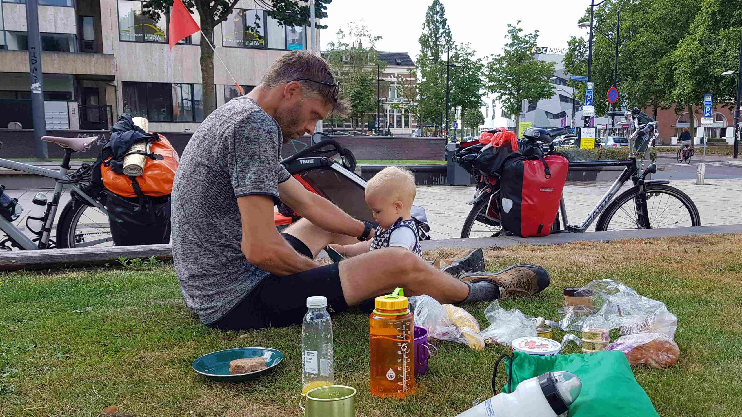 Ronde-van-Nederland-op-de-fiets-lunch-Nijmegen-Centraal