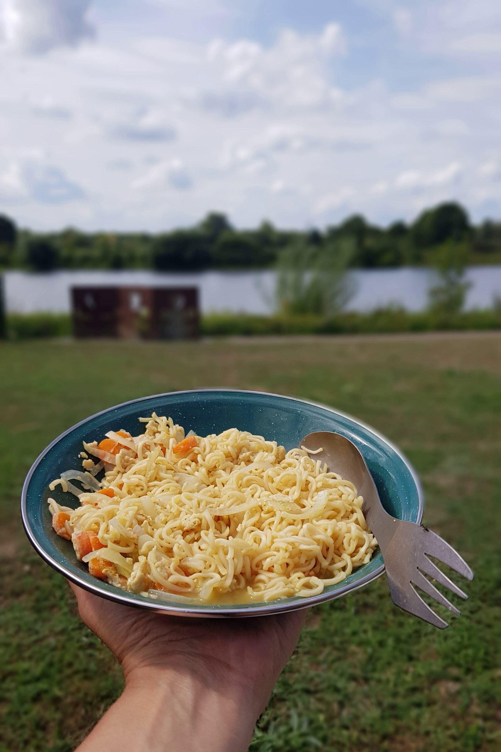 Ronde-van-Nederland-op-de-fiets-noodles-lunch