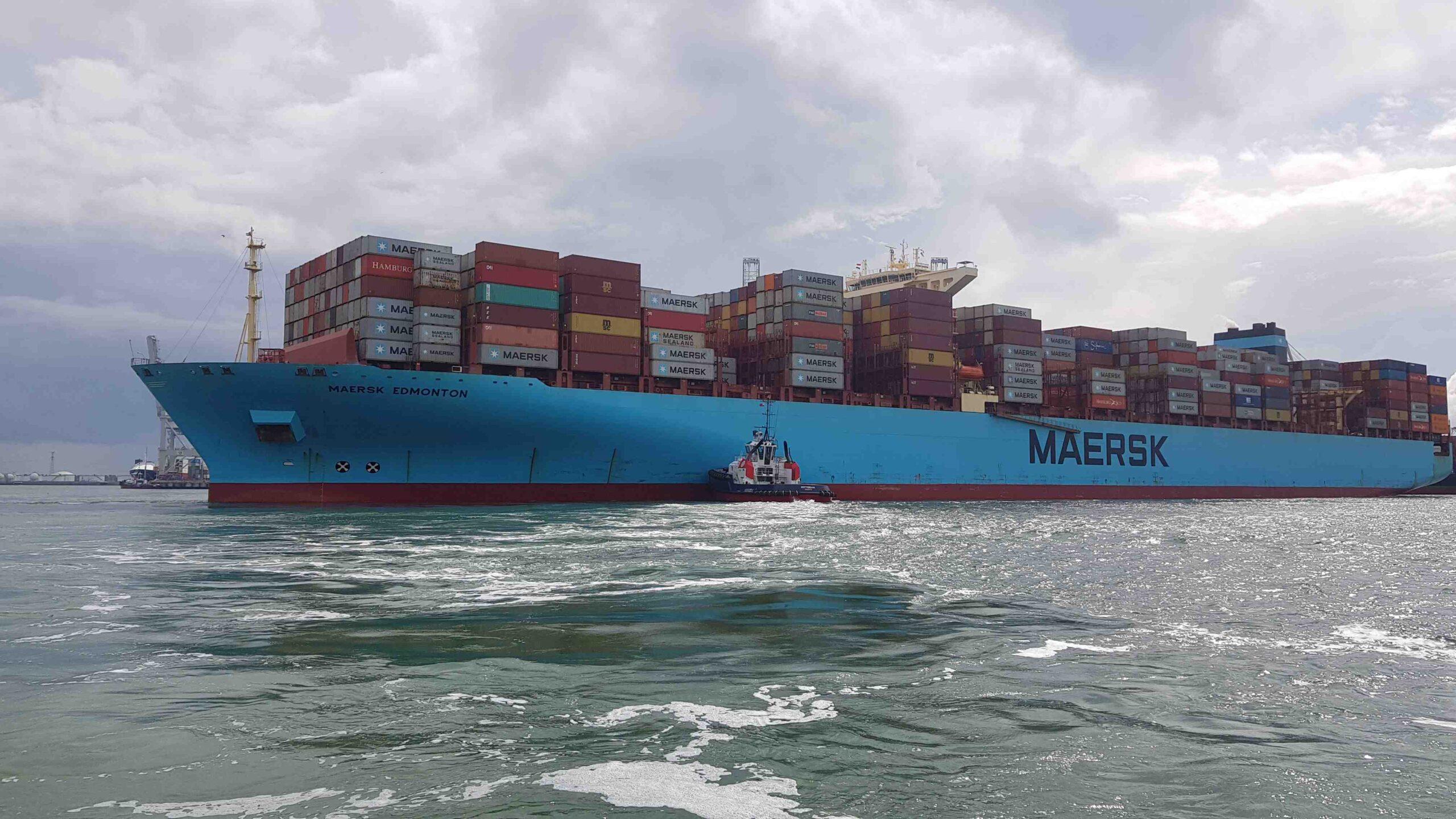 Rondje-Nederland-met-baby-vrachtschepen-haven-Rotterdam