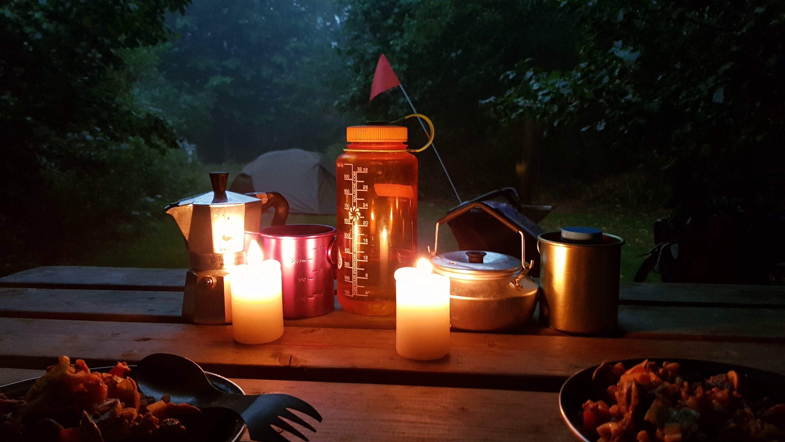 Rondje-Nederland-op-de-fiets-diner-bij-kaarslicht