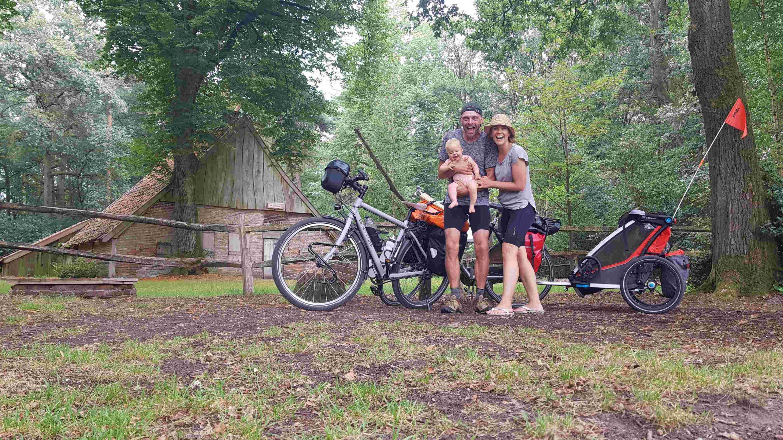 Rondje-Nederland-op-de-fiets-familiekiekje-Bommelas-bij-Buurserzand