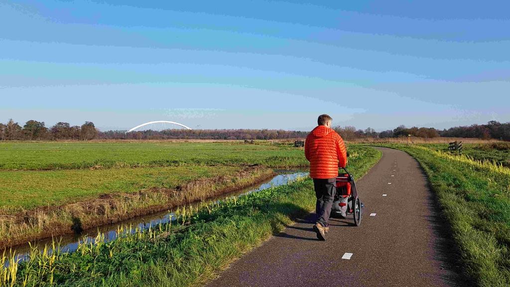 Trekvogelpad etappe 8 Weesp tot Hilversum spoorbrug in de verte
