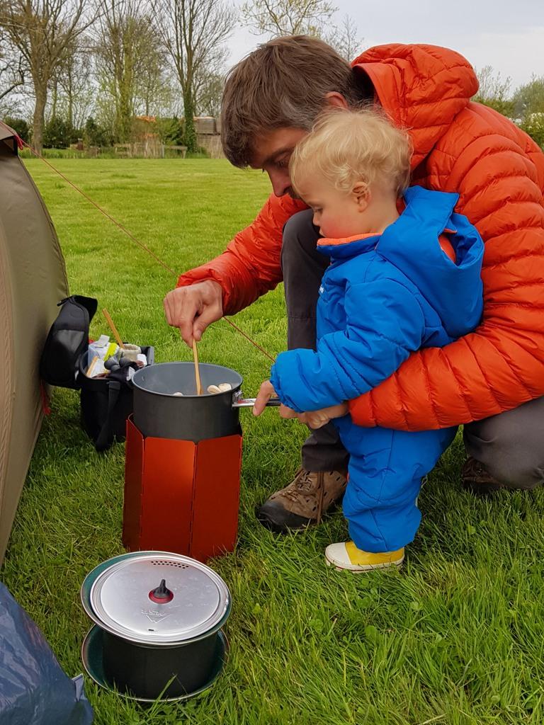Rondje Nederland Lotje helpen koken Nes