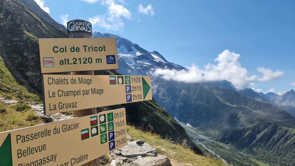 Tour du Mont Blanc dag 1 Col du Tricot bordje